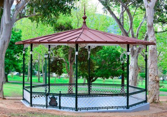 de waal park bandstand